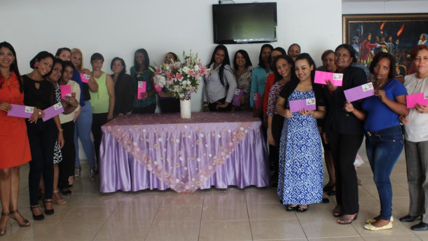 COOPINFA celebra el día de las madres haciéndolas  sentir como princesas