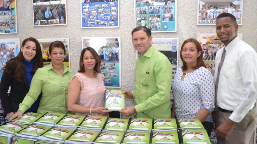 COOPINFA entrega 8,000 cuadernos para inicio de año escolar hijos de socios; donará 7,000 más la próxima semana