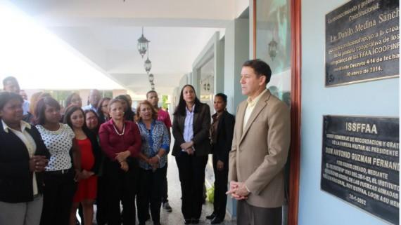 COOPINFA devela placa en agradecimiento al presidente Danilo Medina por creación de cooperativa para militares