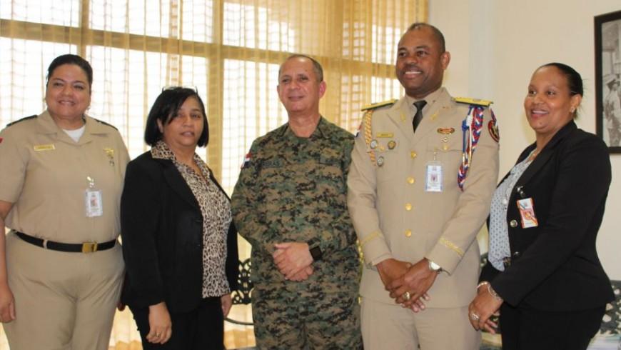 Coopinfa orienta sobre beneficios a Primer Regimiento Dominicano Guardia Presidencial